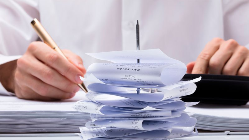 ¿Cómo puedo calcular los gastos de actos jurídicos documentados?