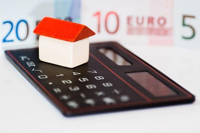 ¿Por qué se están reduciendo los gastos de hipoteca?