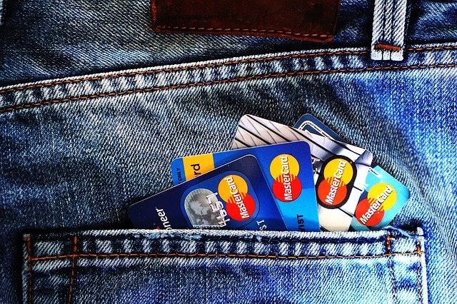 Tarjetas de crédito: hasta dónde pueden llegar los intereses